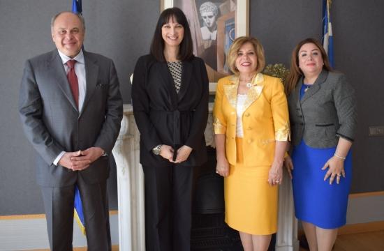 Συνάντηση Κουντουρά με την αιγύπτια υποψήφια γεν. διευθύντρια UNESCO