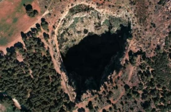 Ο γιγάντιος κρατήρας της Αττικής που μοιάζει με καρδιά