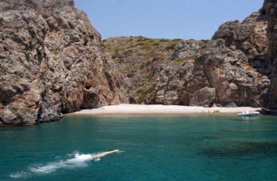 Η ερημική παραλία με το παράξενο όνομα στα Κύθηρα