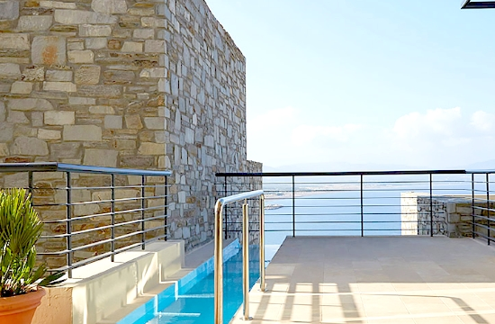 Telegraph: Τρία ελληνικά ξενοδοχεία στα καλύτερα για διακοπές παραλίας στην Ευρώπη