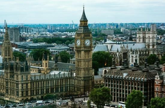 Βρετανία: Εξετάζεται το άνοιγμα των ταξιδιών στους πορτοκαλί προορισμούς για τους εμβολιασμένους Βρετανούς