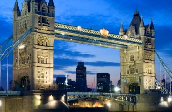 Αρνητικό τεστ κορωνοϊού πρέπει να έχουν οι ταξιδιώτες προς Αγγλία