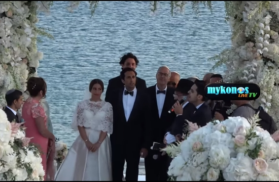 Mύκονος: Παραμυθένιος γάμος Γάλλων πάνω στο κύμα
