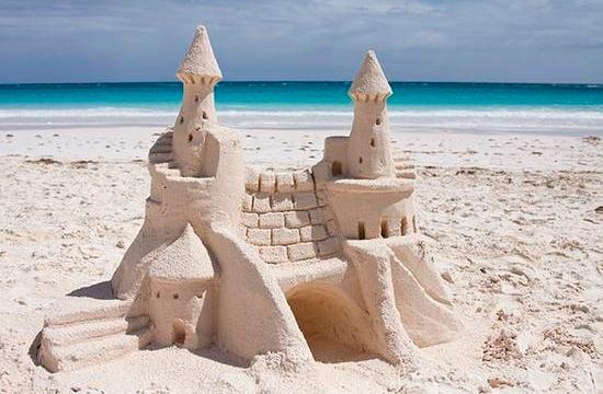 Πόλη στη Μαγιόρκα απαγόρευσε τα παλάτια στην άμμο