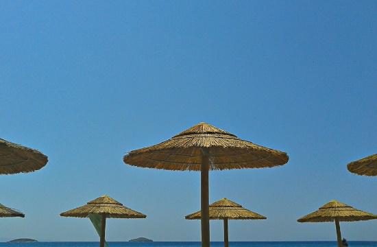Ποιες ελληνικές παραλίες έχασαν τη γαλάζια σημαία