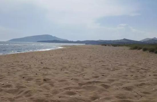 Η ήσυχη και άγνωστη παραλία της Αττικής