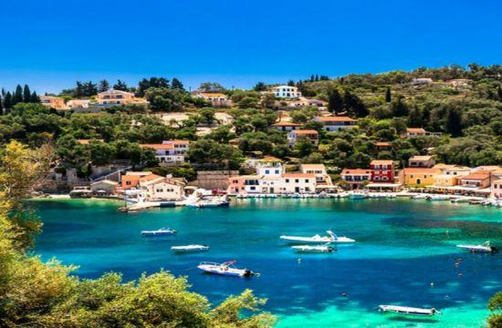 Παξοί: Το νησί που νομίζεις ότι κολυμπάς σε νερά πισίνας