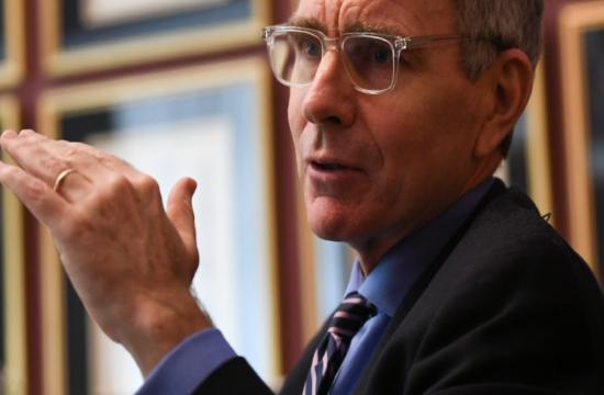 Ο Αμερικανός πρέσβης διαψεύδει τα περί ταξιδιωτικής οδηγίας για την Ελλάδα