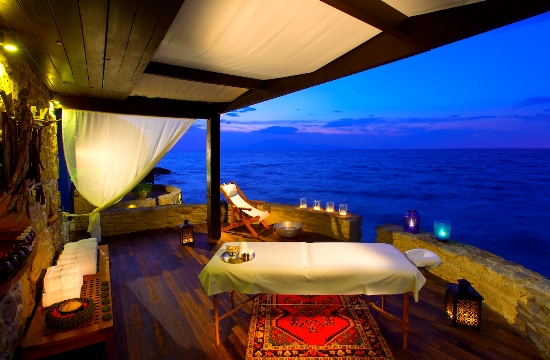 "World Travel Awards: Δείτε ποια ελληνικά ξενοδοχεία και εταιρείες κέρδισαν τα τουριστικά ""Όσκαρ"" 2017"