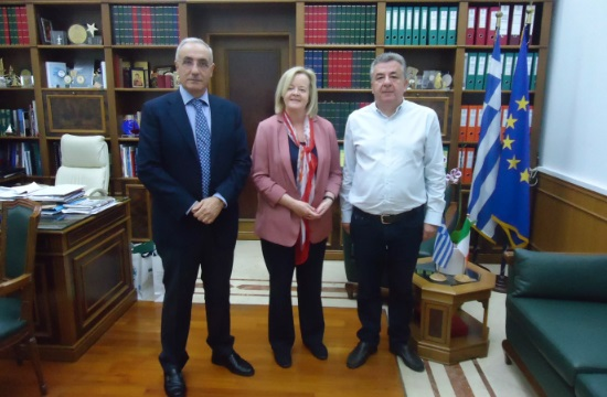 O κρητικός τουρισμός σε συνάντηση Αρναουτάκη με την Πρέσβειρα της Ιρλανδίας