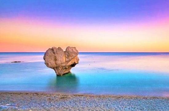 Η παραλία Πρέβελη και η Οία στους κορυφαίους ρομαντικούς προορισμούς της Ευρώπης το 2021