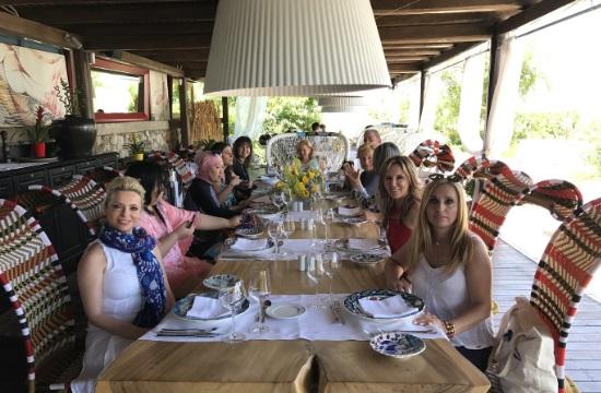 Ενθουσιασμένες με τη Ρόδο οι σύζυγοι υπουργών Εξωτερικών