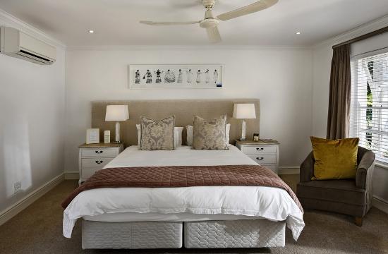 Άδειες για νέα ξενοδοχεία σε Σαντορίνη και Φλώρινα