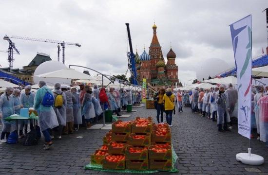 Όμιλος Μουζενίδη: Στα Ρεκόρ Guinness η ελληνική σαλάτα στην Κόκκινη Πλατεία της Μόσχας