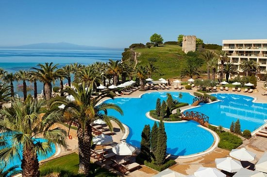 Πότε ανοίγουν δημοφιλή ξενοδοχεία στην Ελλάδα για τη θερινή σεζόν