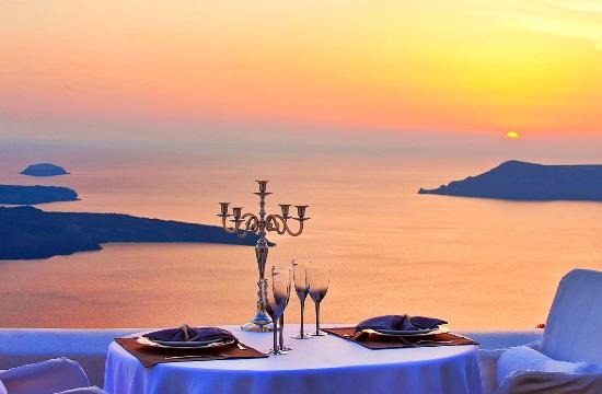 Στη Σαντορίνη 2 από τα 16 καλύτερα σημεία στον κόσμο για ρομαντικό δείπνο