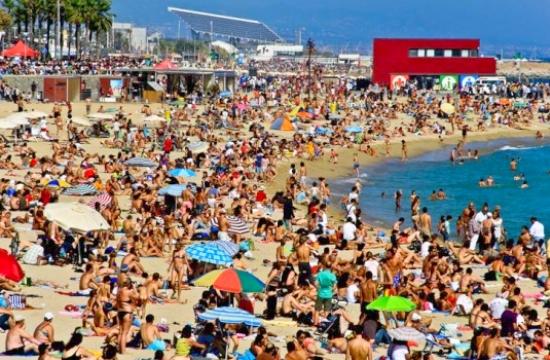 Ισπανικός τουρισμός: Οι αφίξεις απογειώνονται, η απασχόληση μένει ίδια...