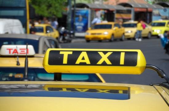 Εισαγγελική παρέμβαση: Μαφία ταξί στον Πειραιά μοιράζονταν τα έσοδα από τις παράνομες ξεναγήσεις