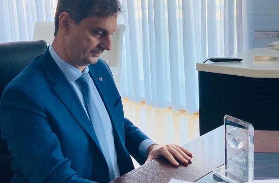 Βραβείο της Jet2 στον υπουργό Τουρισμού, Χάρη Θεοχάρη