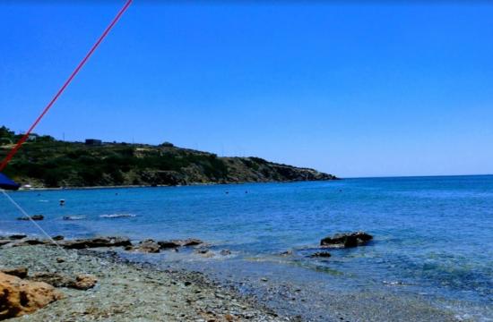Η παραλία με τα γαλαζοπράσινα νερά 1 ώρα από την Αθήνα