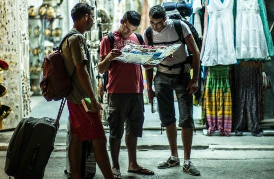 ΝΔ: Καθηλωμένα τα έσοδα από το τουρισμό
