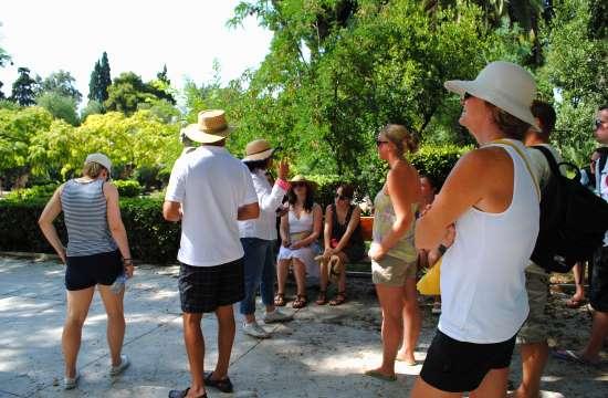 Ελληνικός τουρισμός: Βρετανοί, Γερμανοί & Ρώσοι ανέβασαν τις ταξιδιωτικές εισπράξεις το Μάιο