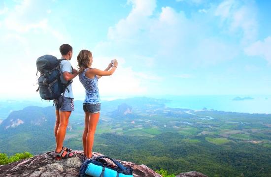 Booking.com: Η πρώτη ταξιδιωτική εμπειρία αλλάζει τη ζωή μας