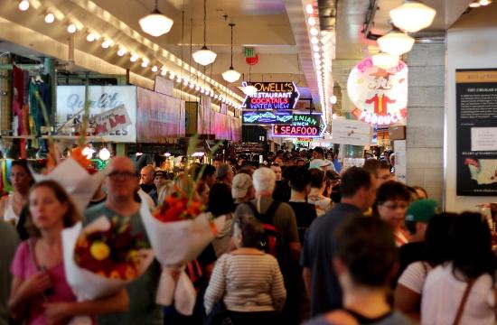 Έρευνα: Οι τουρίστες δαπανούν περισσότερα σε προορισμούς με συνωστισμό ταξιδιωτών – Τι ισχύει στην εποχή COVID