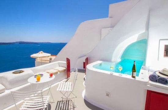 Δυο ελληνικές βίλες στις 10 περιζήτητες της Airbnb για τους Βρετανούς