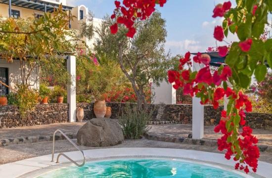 Πράσινο φως για επεκτάσεις ξενοδοχείων σε Σαντορίνη και Κέρκυρα