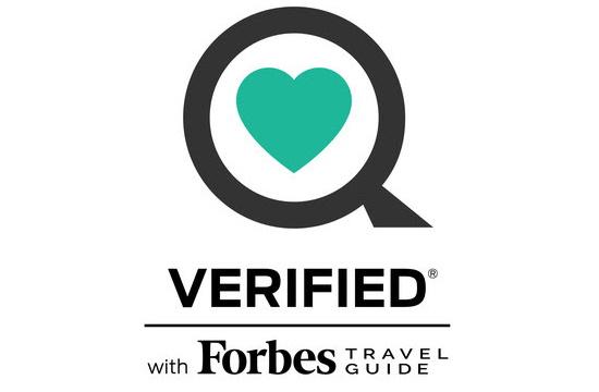 Forbes Travel Guide: Δύο ελληνικά ξενοδοχεία με την πρώτη παγκόσμια πιστοποίηση υγείας για πεντάστερα