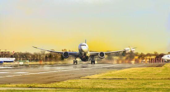 Αποτέλεσμα εικόνας για Ηνωμένο Βασίλειο: Ακριβαίνουν τα αεροπορικά ταξίδια