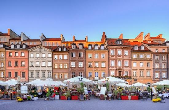 Πολωνία: Πρόβλεψη για μείωση 60-70% των οργανωμένων ξένων τουριστικών ταξιδιών το 2021