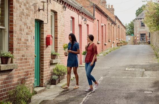 Airbnb: Πάνω από τους μισούς ιδιοκτήτες σπιτιών είναι γυναίκες