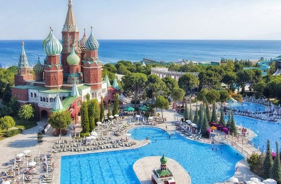 Ο τουρκικός τουρισμός ανέκαμψε στο α' εξάμηνο χάρη στους Ρώσους, +43% οι αφίξεις