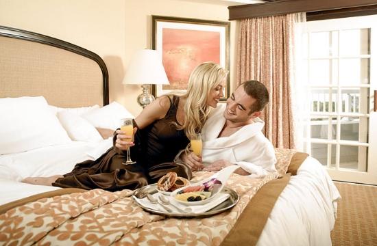 Το κινητό πλήττει την ερωτική ζωή των ζευγαριών στις διακοπές