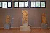 Στην έκθεση του Αρχαιολογικού Μουσείου της Τήνου επιτύμβια στήλη από την ανασκαφή στο Ξώμπουργκο