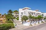 Επιχορηγήσεις για 2 ξενοδοχεία σε Ίο και Μήλο