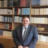 Από την περυσινή Συνάντηση της Ελληνικής Διασποράς που φιλοξενήθηκε στο Ζάππειο, στην Αθήνα. Στο μέσο ο πρόεδρος της ΚΕΔΕ Γιώργος Πατούλης, απονέμει διάκριση στον γιατρό Μαρίνο Χιόνη. Φωτογραφία: ΚΕΔΕ.