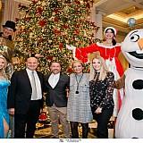 """Φωταγώγηση του Χριστουγεννιάτικου δέντρου στο ξενοδοχείο """"Μεγάλη Βρεταννία"""""""