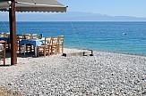 Η μάχη με τα σκουπίδια στις ελληνικές ακτές