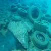 Γεμάτος ελαστικά αυτοκινήτων ο βυθός στο λιμάνι Πάχης στα Μέγαρα
