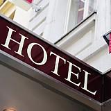 Πωλήσεις 4 ξενοδοχείων σε Αθήνα, Χαλκιδική και Λακωνία από τράπεζες