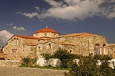 Ο επιβλητικός ναός και ο θρύλος με τις 100 πόρτες
