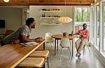 Airbnb: Μια βίλα στη Σαντορίνη στα πιο περιζήτητα σπίτια της περασμένης δεκαετίας
