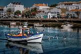 Παραμένει η καραντίνα για τα ταξίδια των Βρετανών στην Πορτογαλία