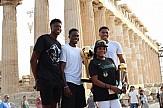 """Με ...εισιτήριο η οικογένεια Αντετοκούνμπο στην Ακρόπολη - Για """"ταπεινωτικό θέαμα"""" μιλάει ο διεθνής Τύπος"""