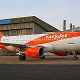 Easyjet | Πιλότοι και  αεροσυνοδοί σε ρόλο νοσοκόμου στα εμβόλια κατά του κορωνοϊού