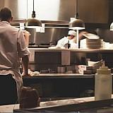 Η Αθήνα στις 10 φθηνότερες ευρωπαϊκές πόλεις για γεύματα σε εστιατόριο