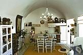 Finikia Residence: Μια αναπαλαιωμένη «κάναβα» στη Σαντορίνη στα Aria Hotels